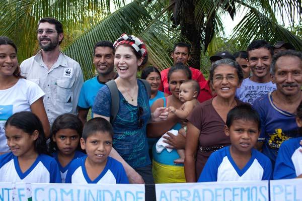Gemma with schoolchildren in Acre, Brazil. © Per-Anders Pettersson