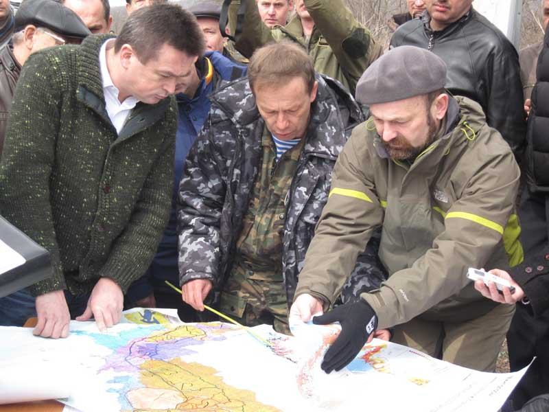 Vladimir Miklushevsky, the Governor of Primorsky Province and Sergey Khokhryakov, head of